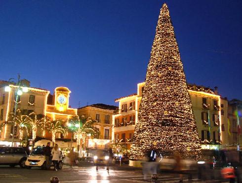 Hàng triệu người dân thế giới rộn ràng hướng về đêm Giáng sinh