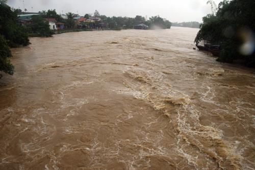 Mưa lớn, các sông miền Trung, Tây nguyên xuất hiện lũ