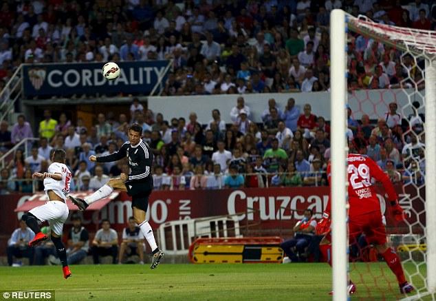 Sevilla 2-3 Real Madrid: C.Ronaldo rực sáng với cú hattrick