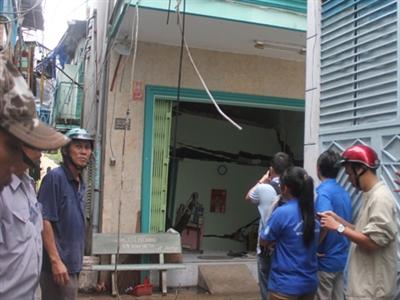 Gần 10 căn nhà sụt lún, cả phố hoảng loạn