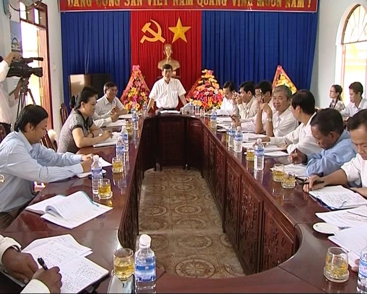 Đồng chí Phạm Đình Thu- Phó Bí thư Thường trực Tỉnh ủy- Chủ tịch HĐND tỉnh làm việc tại huyện Krôngpa.
