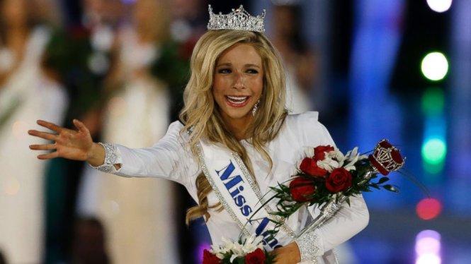 Kira Kazantsev đăng quang Hoa hậu Mỹ 2014