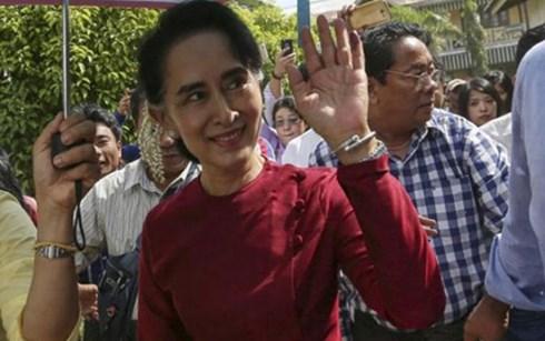 Thế giới 24h: Mỹ, EU ca ngợi chiến thắng của bà Suu Kyi, Myanmar