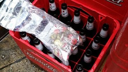 Đột nhập cửa hàng để… bật nắp 1.000 chai bia