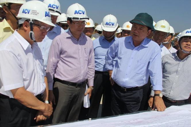 Bộ trưởng Bộ GTVT kiểm tra tiến độ cảng hàng không Pleiku