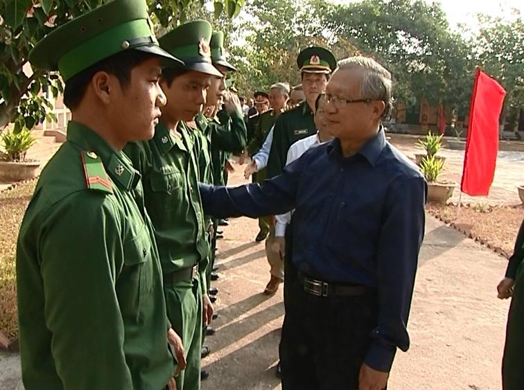 Chủ tịch UBND tỉnh Phạm Thế Dũng và đoàn cán bộ thăm, kiểm tra các đồn biên giới