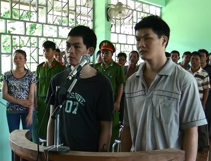 """TAND huyện KrôngPa xét xử sơ thẩm lưu động vụ án """"Mua bán trái phép chất ma túy"""""""