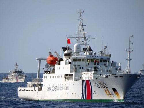 Tàu Trung Quốc dàn hàng ngăn ngư dân Việt Nam đánh bắt thủy hải sản