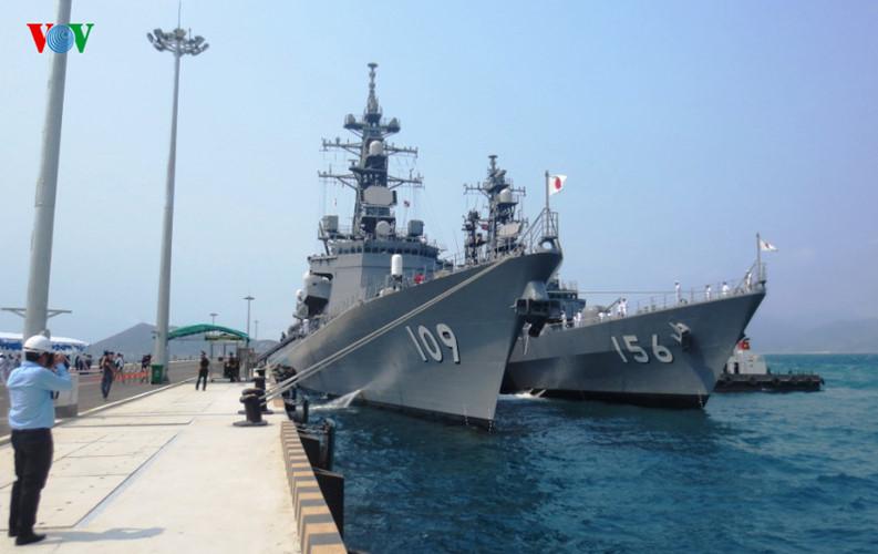 Hình ảnh: Hai tàu chiến hiện đại của Nhật Bản đến vịnh Cam Ranh