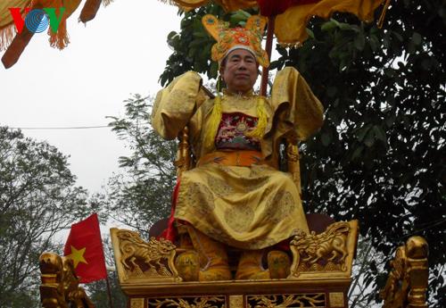 """Lễ rước """"vua sống"""" 72 tuổi độc đáo giữa Hà Nội"""