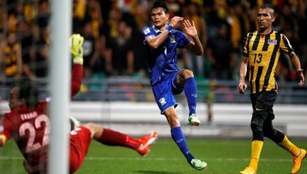 Thái Lan vs Malaysia (2-0): Chạm một tay vào Cúp vàng