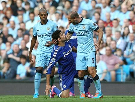 Lampard giúp Man City thoát thua Chelsea