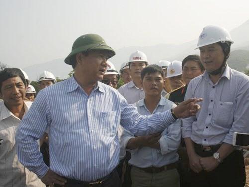 Tàu hải cảnh Trung Quốc liên tục dùng vòi công suất lớn uy hiếp tàu VN