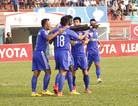 Vòng 7 V-League 2015: Thua ngược ĐT Long An, B.Bình Dương suýt mất ngôi đầu bảng