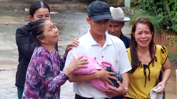 Ba bé sơ sinh chết sau khi tiêm vắc-xin: bắt y tá