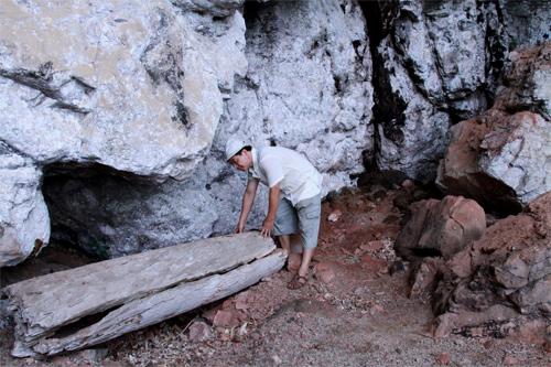 Ông già Mường và cỗ quan tài nghìn năm treo vách đá