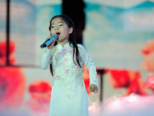 Cô bé răng sún Thu An đăng quang Đồ Rê Mí 2014