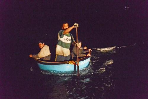 Cứu ngư dân ở Hoàng Sa giữa gọng kềm tàu Trung Quốc