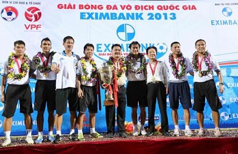 HLV Phan Thanh Hùng chia tay Hà Nội T&T: Dang dở nhưng trọn vẹn