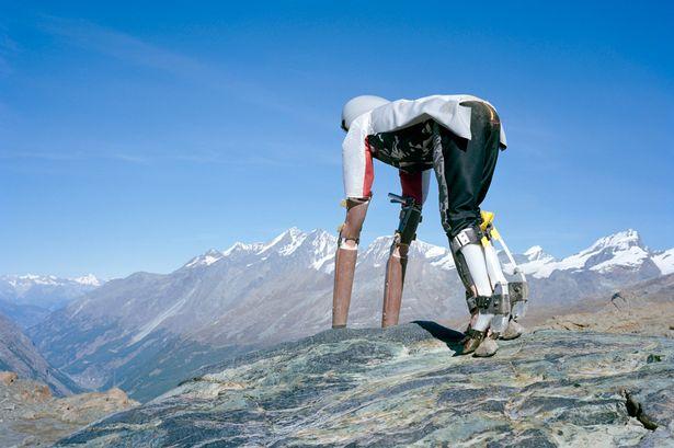 Chán văn minh, nhà thiết kế bỏ lên núi sống như loài dê