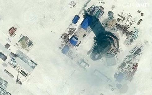 Trung Quốc vận hành hải đăng xây dựng trái phép ở Biển Đông
