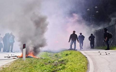 22 cảnh sát Italy bị thương do đụng độ với người biểu tình