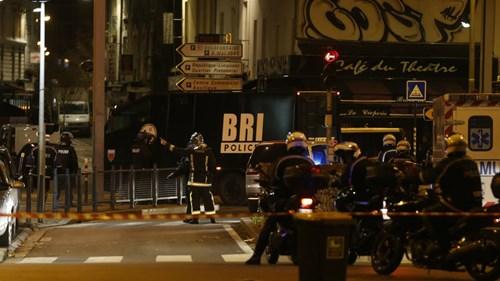 Đấu súng dữ dội ở ngoại ô Paris, gần sân Stade de France