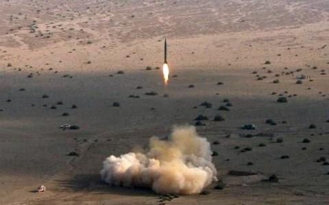 Iran tiến hành tập trận, phóng thử tên lửa đạn đạo