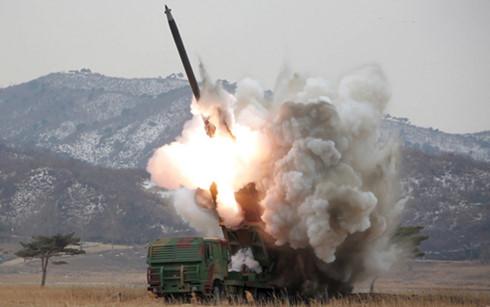 Triều Tiên tiếp tục bắn 2 quả tên lửa tầm ngắn