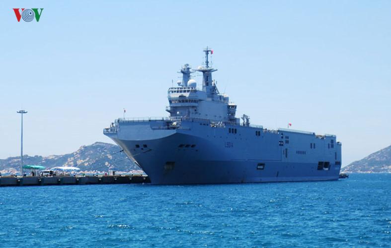 Cận cảnh chiến hạm Tonnerre lớn thứ 2 nước Pháp cập cảng Cam Ranh