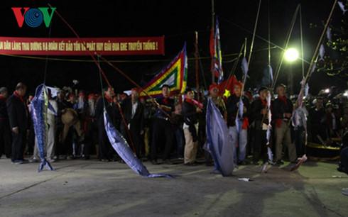 Lễ hội cầu ngư thu hút đông đảo du khách và người dân Thừa Thiên-Huế