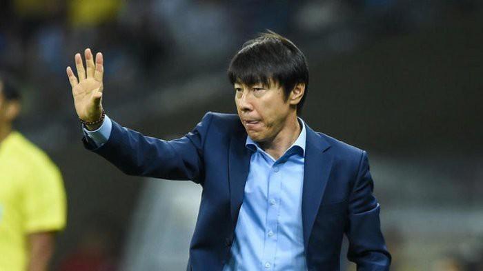 HLV Shin Tae Yong phải dẫn dắt cả U19 Indonesia