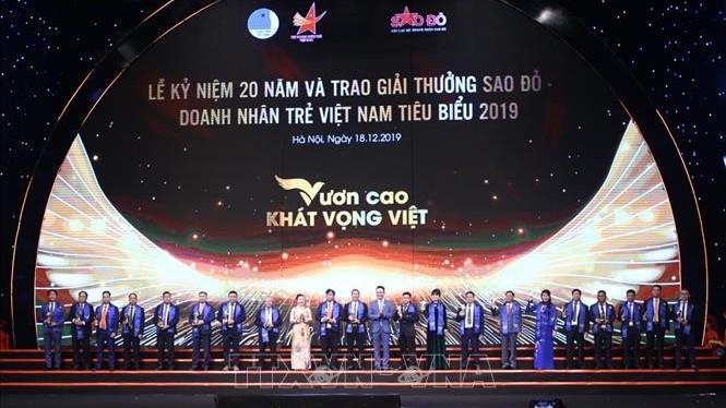Phó Thủ tướng Vương Đình Huệ dự Lễ kỷ niệm 20 năm giải thưởng Sao Đỏ