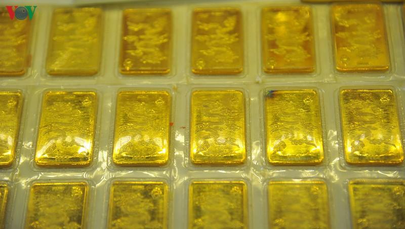 Giá vàng trong nước treo ở mức cao trên 42 triệu đồng/lượng