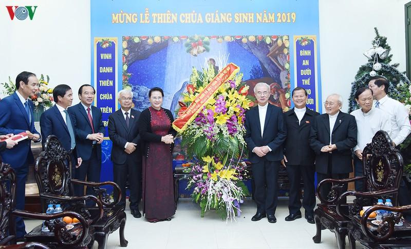 Chủ tịch Quốc hội chúc mừng Giáng sinh Ủy ban Đoàn kết Công giáo