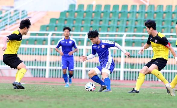 Công Phượng lần đầu ra sân, TP.HCM thua đội bóng Hàn Quốc