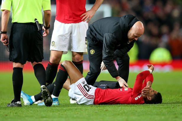 """Rashford chấn thương, MU """"lo sốt vó"""" trước đại chiến với Liverpool"""