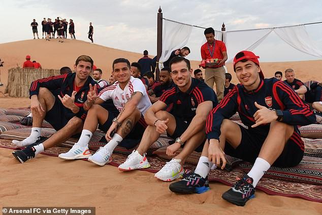 """Tranh thủ kỳ nghỉ Đông, Arsenal đi """"du lịch"""" sa mạc ở UAE"""