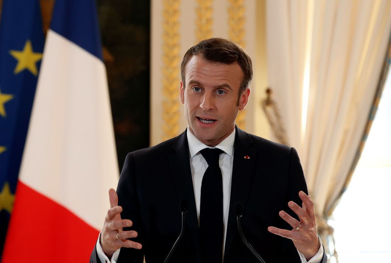 Tổng thống Pháp tuyên bố chiến tranh với dịch Covid-19
