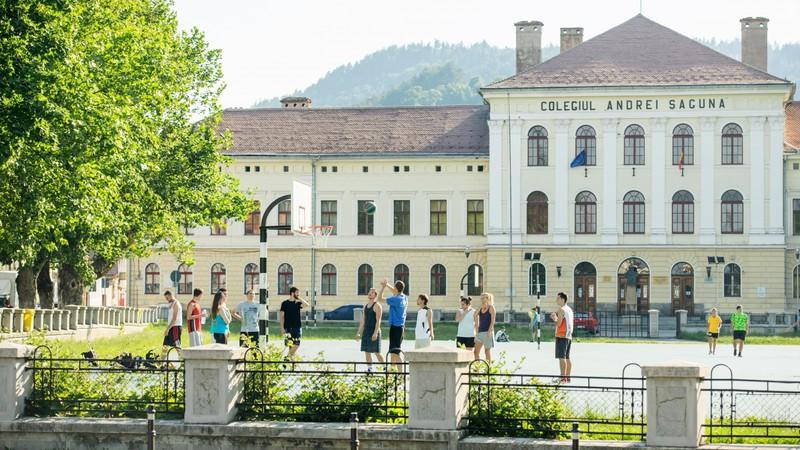 Romania đóng cửa toàn bộ trường học đến hết năm học