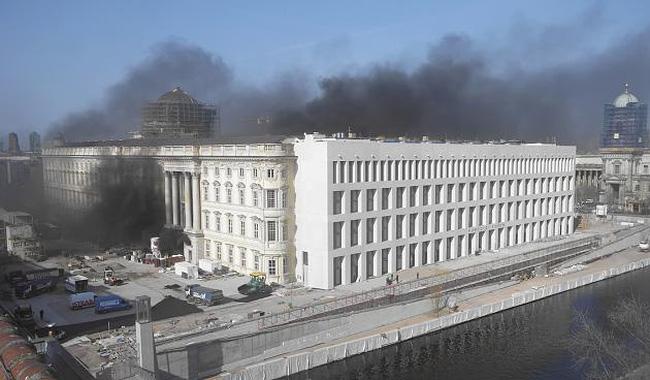 Cháy Cung điện Hoàng gia tại trung tâm Thủ đô Berlin, Đức