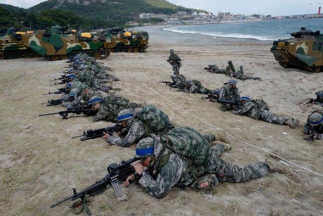 Son Heung-min trải qua các bài huấn luyện quân sự khắc nghiệt