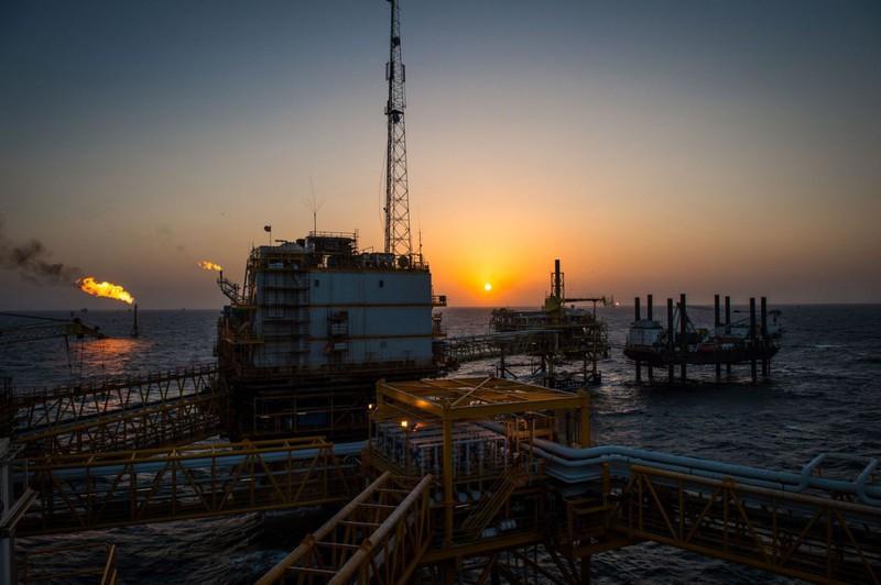 Giá dầu thế giới lần đầu tiên trong lịch sử xuống ngưỡng âm