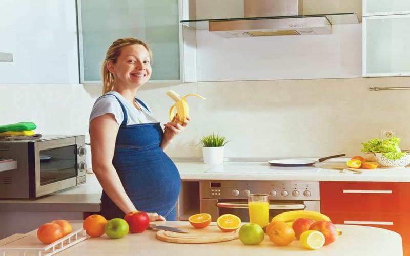 9 cách giảm phù chân khi mang thai