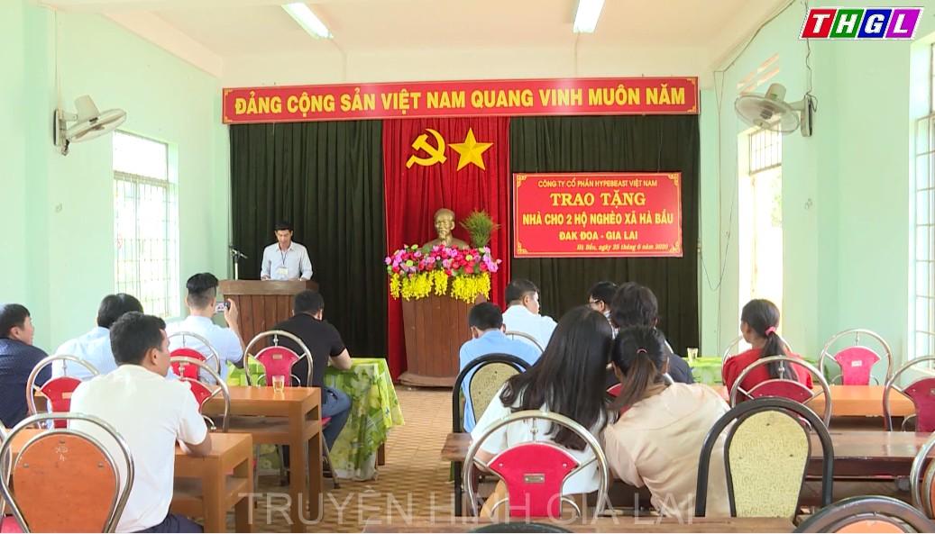 Trao tiền hỗ trợ xây dựng nhà tình thương tại huyện Đak Đoa