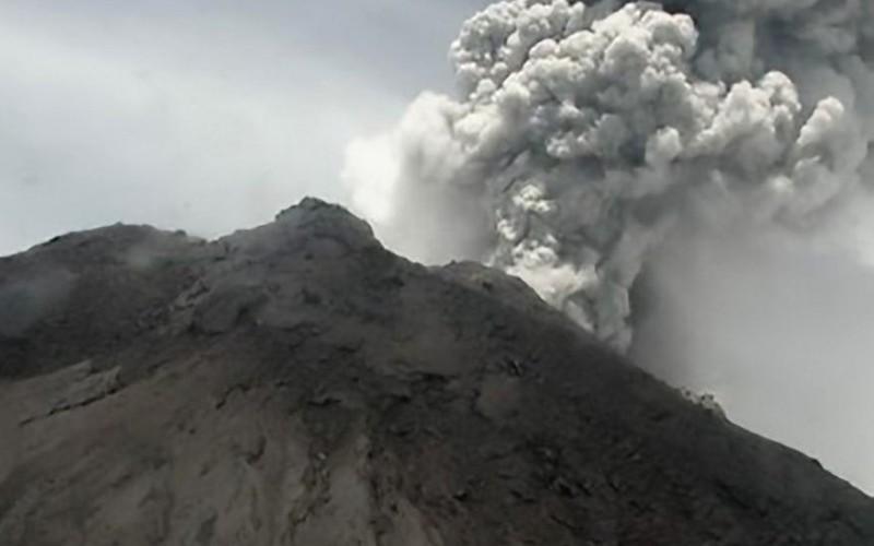 Núi lửa Merapi (Indonesia) phun tro bụi cao 6km, cư dân cảnh giác cao