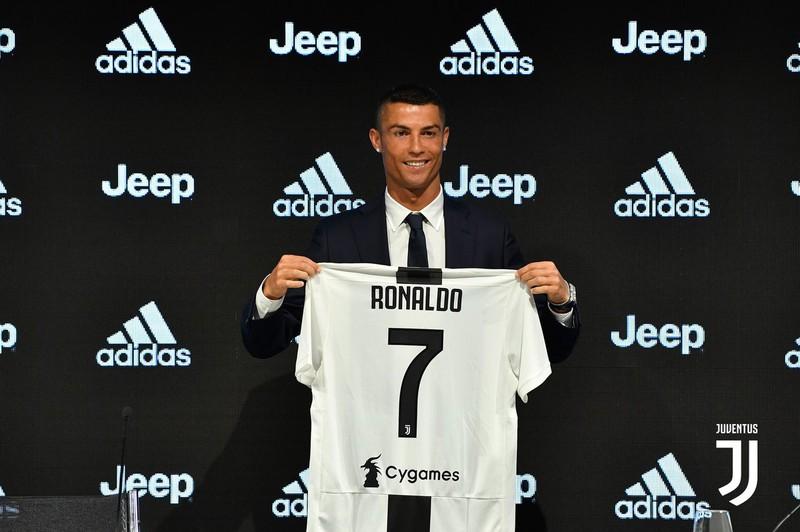 Ngày này năm xưa: Ronaldo chính thức cập bến Juventus