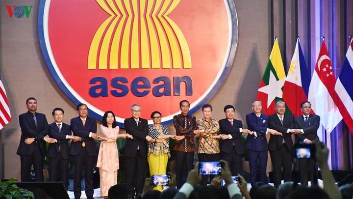 25 năm gia nhập ASEAN: Việt Nam từ vai trò chủ tịch đến dẫn dắt tương lai