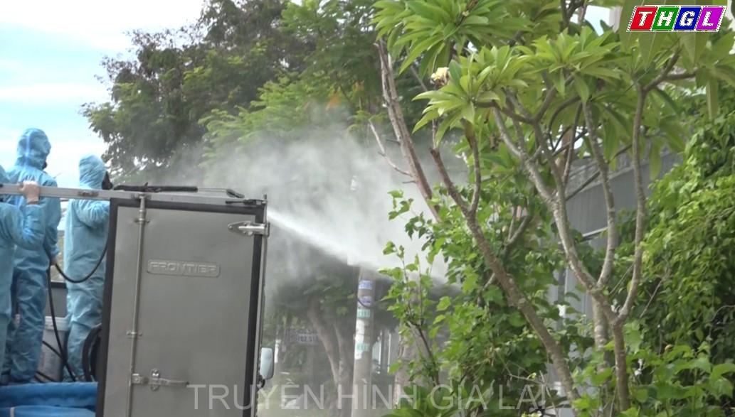Quảng Nam tiến hành phun hóa chất khử khuẩn Covid-19 tại khu dân cư bị phong tỏa