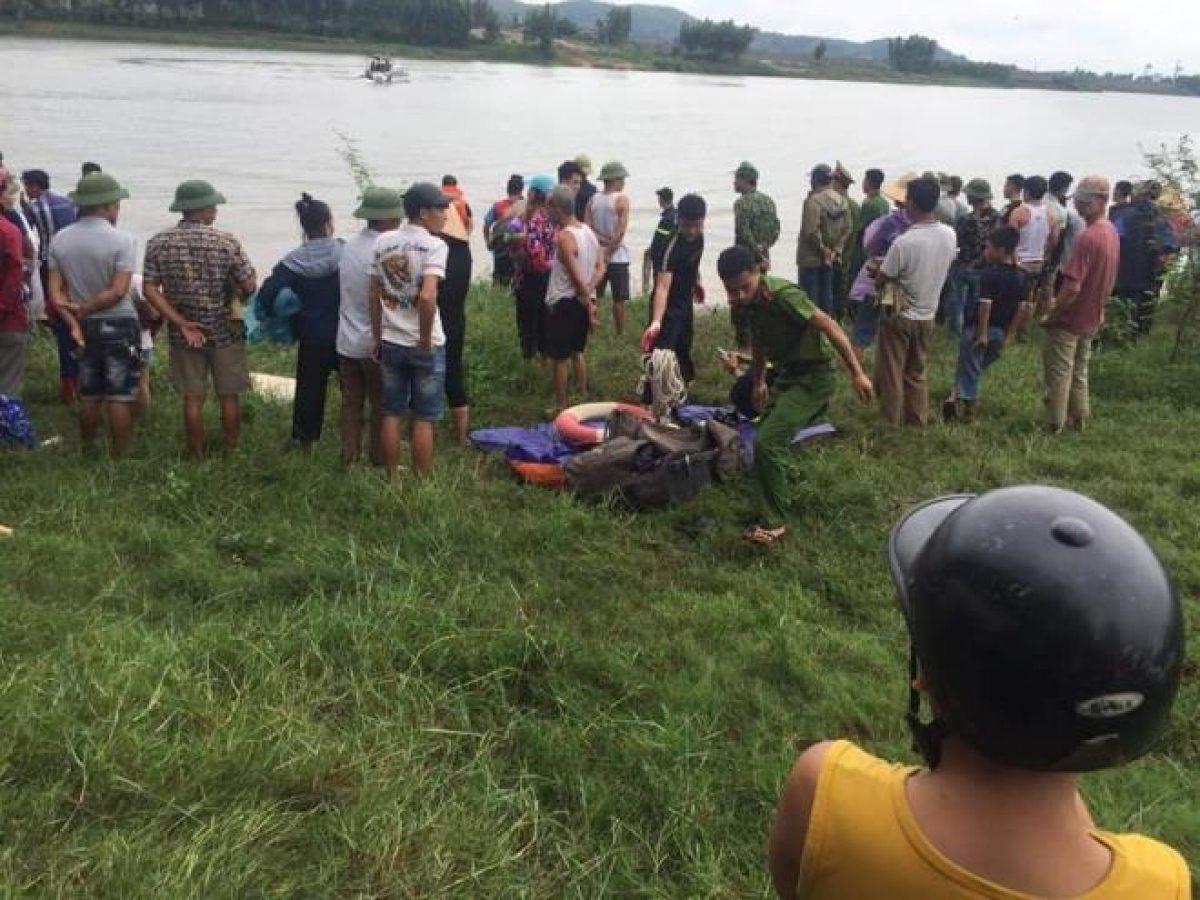 Tài xế lao xuống sông cứu cô gái, cả hai bị nước cuốn thiệt mạng